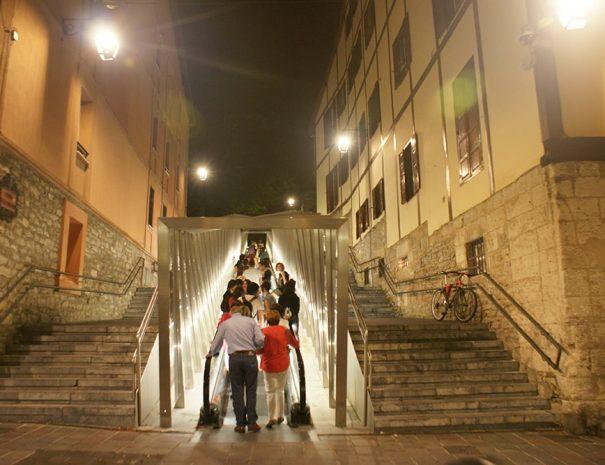 Visita guiada nocturna Vitoria Ghost tour de Guías Artea