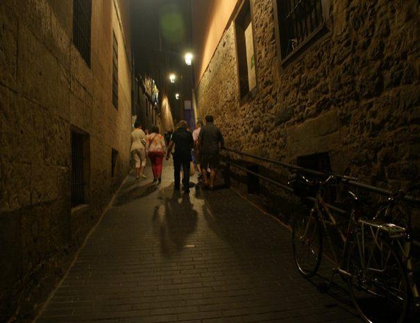 visita guiada de noche Vitoria host tour
